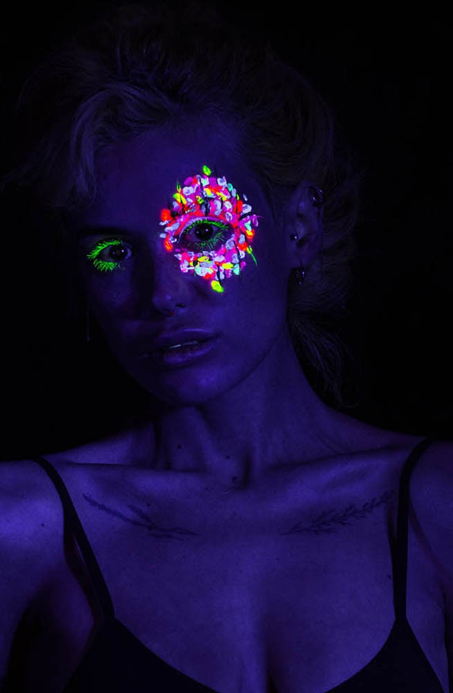 Yanova in UV